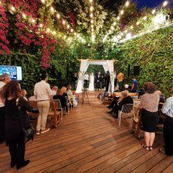 החתונה של ג'וש & רעות, שידור חי של טקס החופה בזום וביוטיוב, הקלטת הטקס בוידאו כולל חיבור סאונד ללהקה והקרנת משתתפי שיחת הזום על גבי מסך טלוויזיה