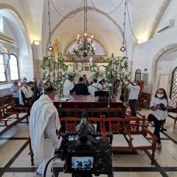 בר המצווה של אייל, שידור חי של העלייה לתורה בזום וביוטיוב במקביל, הקלטה של הטקס, שימוש במיקרופון לחזן ולחתן בר המצווה, צילום בכמה מצלמות במקביל